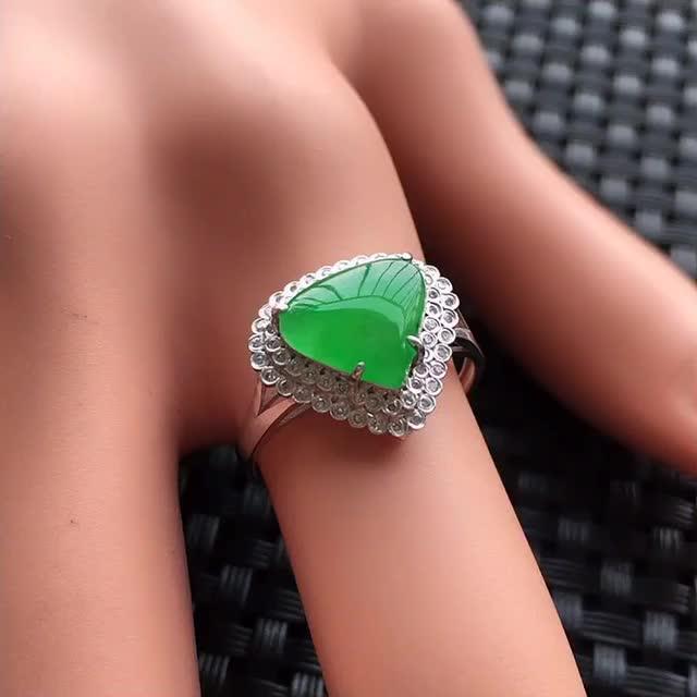 【天然A货翡翠满绿戒面镶嵌18K金戒指、圈口17、戒面尺寸9.5*8.5*1.5、无纹裂】图1