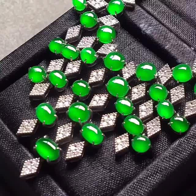 【高的冰阳绿晚妆链。完美。水头足。重金打造裸石尺寸5/3、4.4/3.8/3】图1